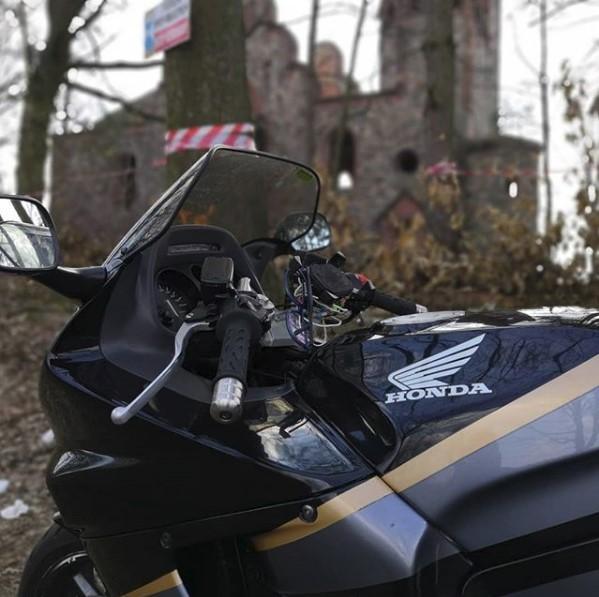 Обзор мотоцикла модели Honda CBR 1000 F
