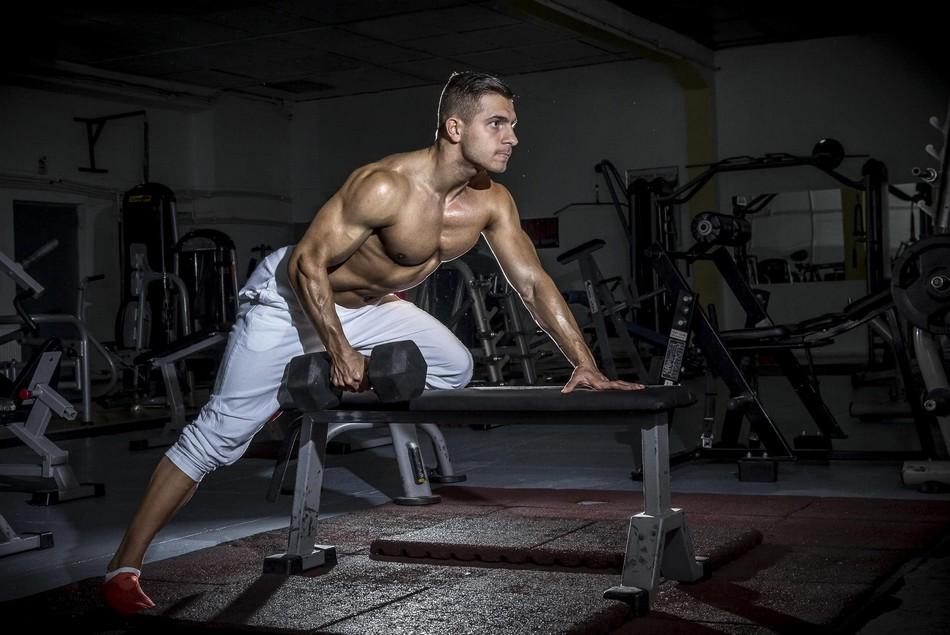 Упражнения с гантелями для сжигания жира и наращивания мышечной массы